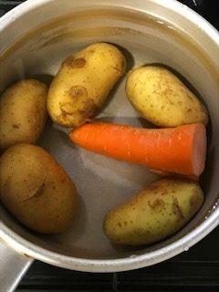 ジャガイモを美味しく茹でる方法の理由は?科学的と実際は?