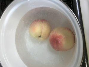 桃の湯剥き