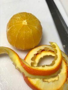オレンジの皮をむいた状態
